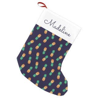 Las piñas en la marina de guerra el | añaden su calcetín navideño pequeño