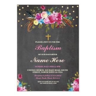 Las plumas florales de la cruz del bautizo del invitación 12,7 x 17,8 cm