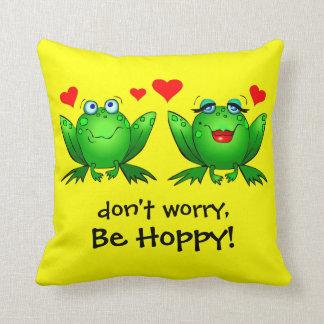 Las ranas en amor no se preocupan sean amarillo de almohadas