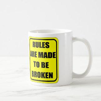 Las reglas se hacen para estar rotas taza de café