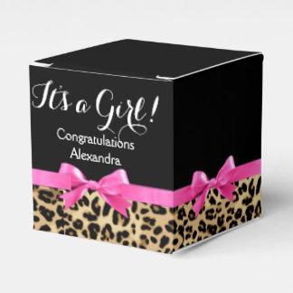 Las rosas fuertes del leopardo arquean su una caja de regalos