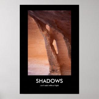 Las sombras no pueden existir sin luz póster