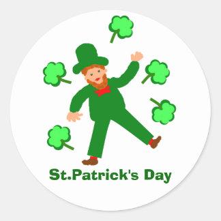 Las tarjetas del día de St Patrick añaden el Pegatina Redonda