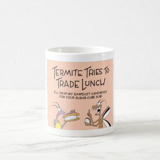 Las termitas negocian el almuerzo taza de café