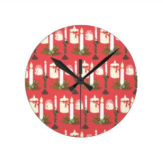 Las velas festivas imprimen rojo reloj redondo mediano
