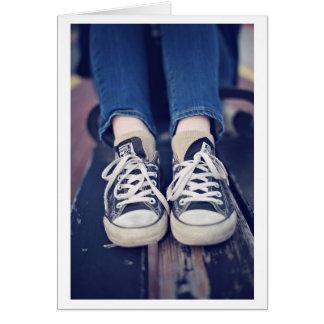 Las zapatos tenis del vintage se descoloraron tarjeta de felicitación