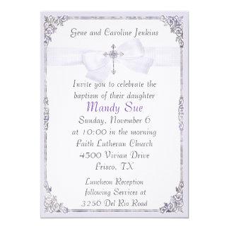Lavanda e invitación elegante blanca del bautismo