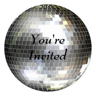 Le invitan - bola de discoteca anuncio