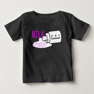 Leche bebida camiseta de bebé