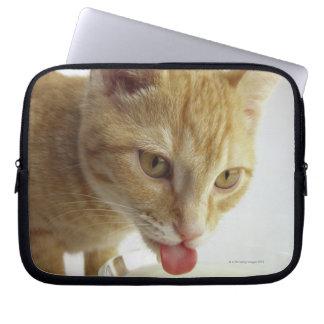 Leche de consumo del gato funda para ordenador