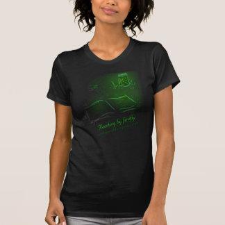 Lectura por la luciérnaga - mujeres camiseta