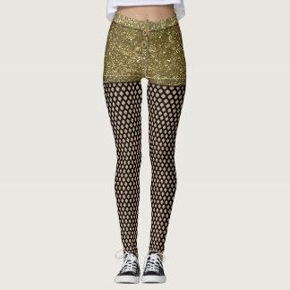 Falsos shorts del brillo del oro y polainas de las