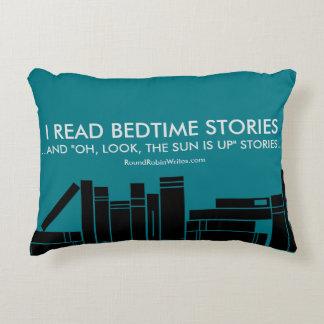 Leí los cuentos (la almohada) cojín decorativo