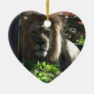 León africano adorno de cerámica en forma de corazón