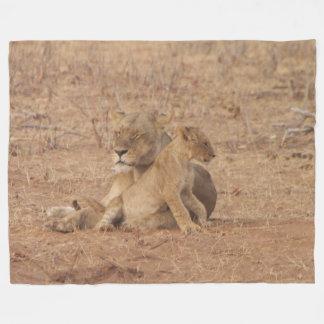 León de la madre y manta del paño grueso y suave