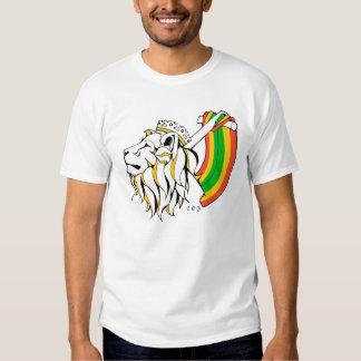 León del reggae de Rasta que asciende Camisas