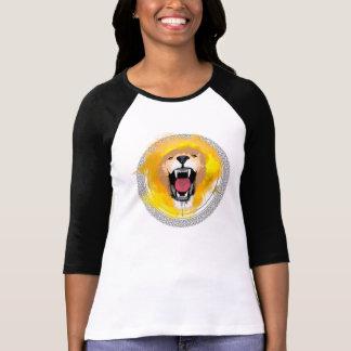León del rugido camiseta