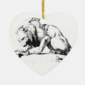 León y la serpiente adorno navideño de cerámica en forma de corazón