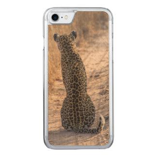Leopardo que se sienta en el camino, África Funda Para iPhone 8/7 De Carved