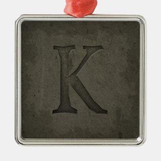 Letra concreta K del monograma Adorno Navideño Cuadrado De Metal