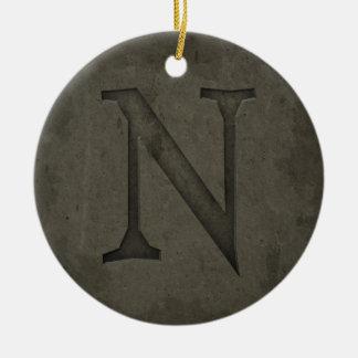 Letra concreta N del monograma Adorno Navideño Redondo De Cerámica