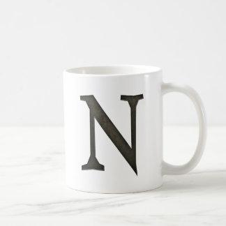 Letra concreta N del monograma Taza Clásica