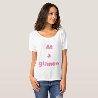 Letra elegante que imprime la camiseta linda y