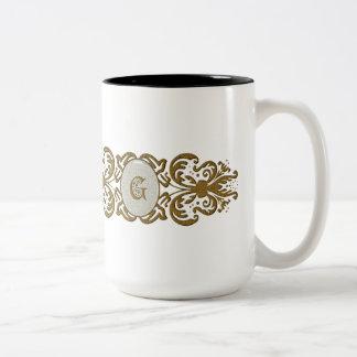 Letra enrollada adornada G del monograma Tazas De Café