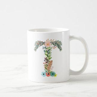 Letra floral T de taza de café de la inicial del