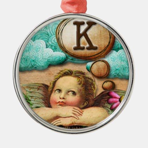 letra inicial K de la querube del ángel de las ilu Ornatos