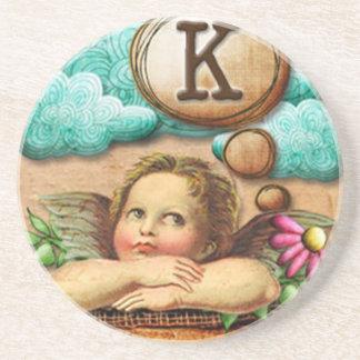 letra inicial K de la querube del ángel de las ilu Posavasos Personalizados