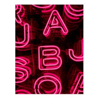Letras de neón rosadas postal