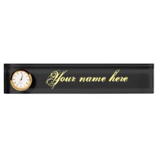 Letrero del escritorio con el reloj
