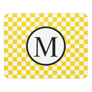 Letrero Para Puerta Monograma simple con el tablero de damas amarillo