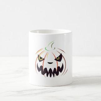 Levante la taza del blanco de Halloween de la