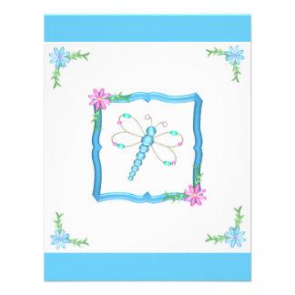 Libélula de las flores azules y blancas del cumple anuncio personalizado