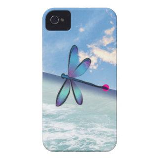 libélula-mar-cielo funda para iPhone 4 de Case-Mate