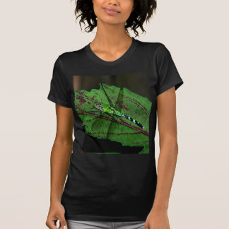 Libélula verde camisetas