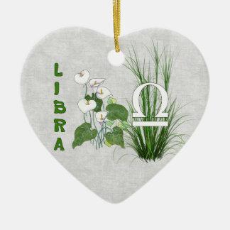 Libra del bambú y del lirio adorno de cerámica en forma de corazón