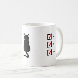 Libro, gato, taza de la señal del té con el gato