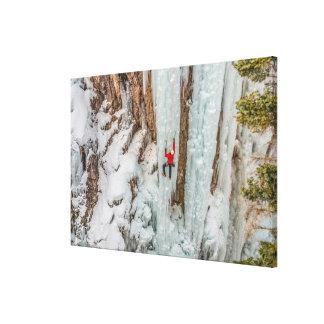 Lienzo Acantilado ascendente del escalador de hielo