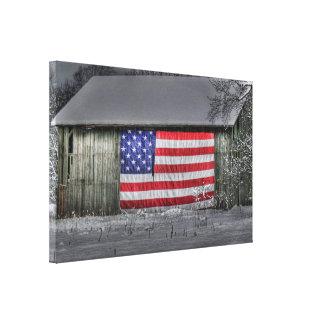 Lienzo Bandera americana en granero viejo
