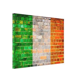 Lienzo Bandera de Irlanda en una pared de ladrillo