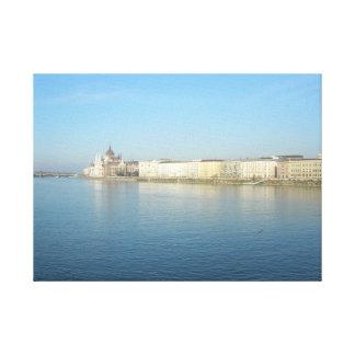 Lienzo Budapest Danubio y cielo azules