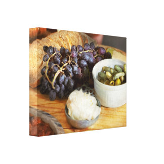 Lienzo Comida - fruta - pepinillos y uvas