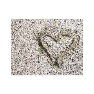 Lienzo Corazón romántico en foto de la arena