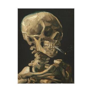 Lienzo Cráneo esquelético con el cigarrillo ardiente de