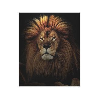 Lienzo El león orgulloso de oro África