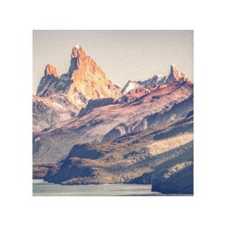 Lienzo Fitz Roy y montañas de Poincenot los Andes -