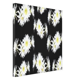 Lienzo Flores blancas de los cactus en fondo negro,